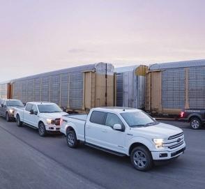 Видео: электрический Ford F-150 буксирует 450-тонный поезд