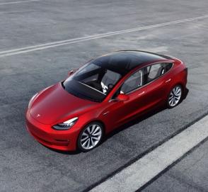 Tesla Model 3 стал самой продаваемой моделью премиум-класса в США