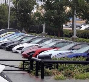 Мощный ливень затопил дилерский центр McLaren