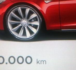 Первая «Тесла» пробила 900 000 км: это новый рекорд