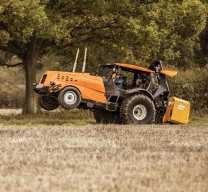 Стиг разогнал трактор до 140 километров в час