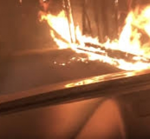 Спасение из горящего леса на машине сняли на видео