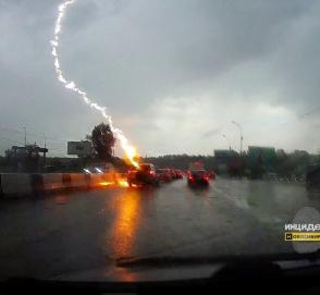 Что будет, если молния ударит в Toyota RAV4