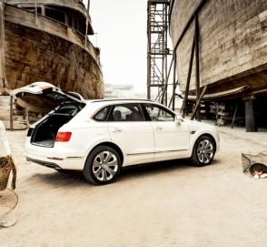 Bentley выпустила Bentayga c «перламутровым» салоном