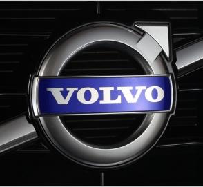 Volvo представила трехместный седан с проектором в салоне