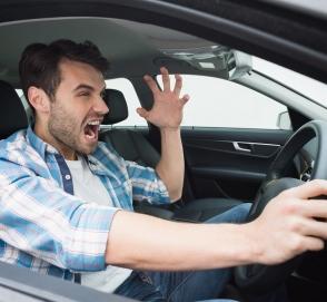 Как часто водители матерятся за рулем