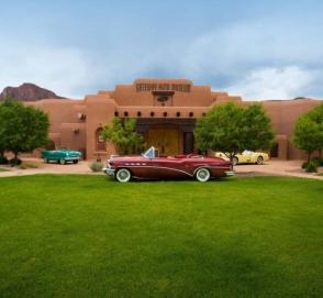 В США выставили на продажу отель с автомобильным музеем