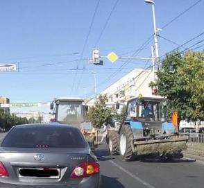 Два тракториста красиво ушли со светофора