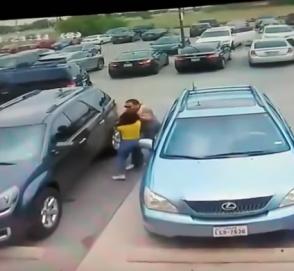 Боевик на парковке: мужчина отомстил женщине, занявшей его место