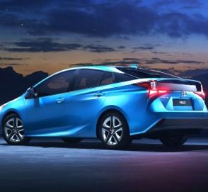 Гибрид Toyota Prius для Европы получил полный привод