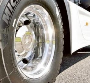 Автоворы за ночь сняли колес на десятки тысяч евро