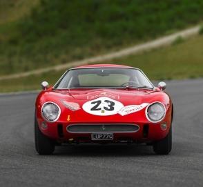 Гоночный Ferrari продают за 45 миллионов долларов
