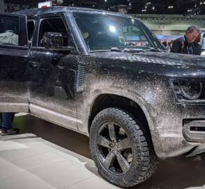 В Лос-Анджелесе показали новый Land Rover Defender из фильма об агенте 007