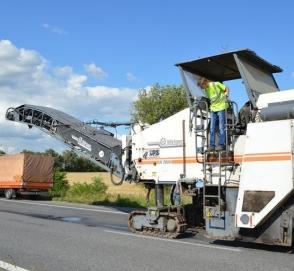В Украине ремонтируют недавно отремонтированную дорогу