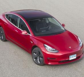 Американцы «в пух и прах» разнесли Tesla Model 3