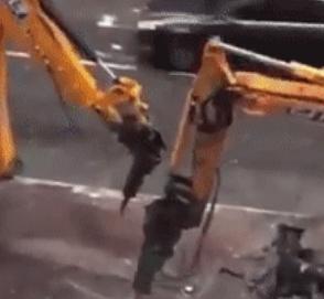 Дорожные рабочие сыграли в крестики-нолики гидромолотами