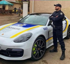 В Украине замечен полицейский автомобиль Porsche