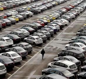 Продажи автомобилей в Китае упали впервые за 28 лет