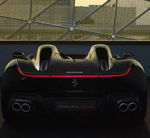 Ferrari выпустила два спидстера с самым мощным мотором в своей истории