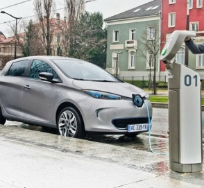 Франция инвестирует 700 миллионов евро в производство батарей для электромобилей