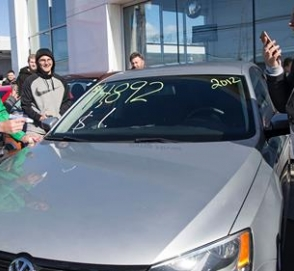 Дилер Volkswagen продал автомобили за $1