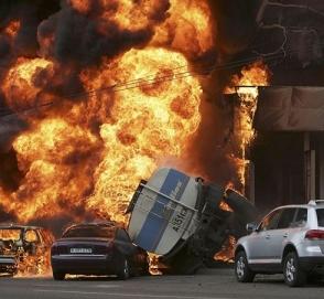 Перевернувшийся бензовоз унес жизни 150 человек