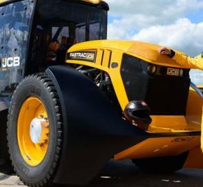 Это надо видеть: трактор на скорости 167 км/ч