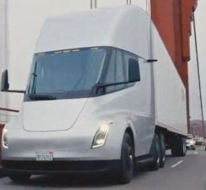 Грузовик Tesla Semi проехал по мосту Золотые Ворота в Сан-Франциско