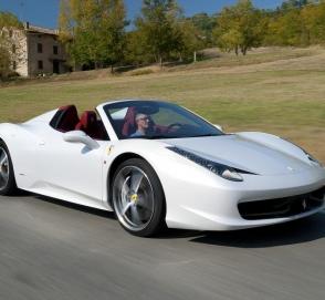 «Не позавидуешь»: британец показал, как полицейские уничтожают его Ferrari