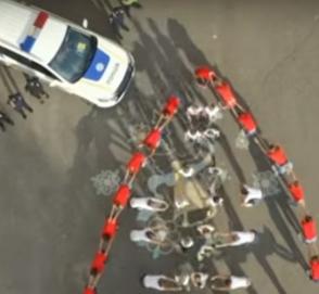Украинские школьники провели необычный флешмоб в поддержку соблюдения ПДД