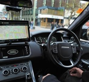 Дороги британского города заполонили беспилотные автомобили