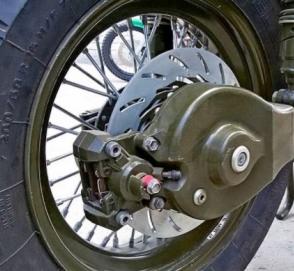 Умельцы «превратили» мотоцикл в циркулярную пилу