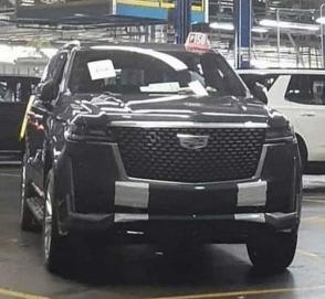 В сети опубликовали первые фото Cadillac Escalade с завода