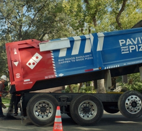 Известная сеть пиццерий занялась ремонтом дорог