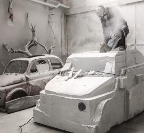 Итальянец строит мраморную копию Fiat 500