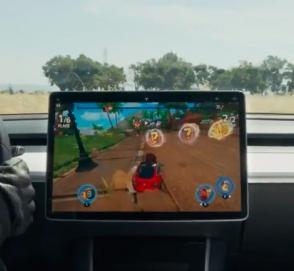 На бортовом компьютере Tesla Model 3 запустили игру Beach Buggy Racing 2