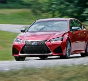 У новой Toyota Camry обнаружили риск утечки топлива