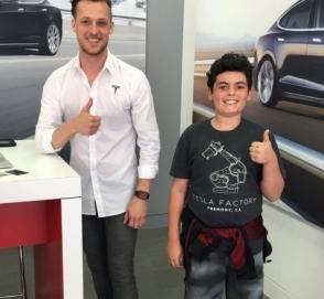 Самым молодым покупателем Tesla стал 14-летний ребенок