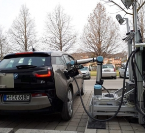 Австрийцы испытали робота-манипулятора для зарядки электрокаров
