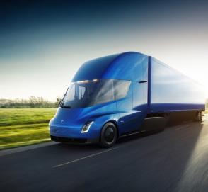 За грузовиками Tesla выстроилась очередь