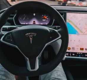 Tesla Model 3 на автопилоте протаранила сразу два автомобиля