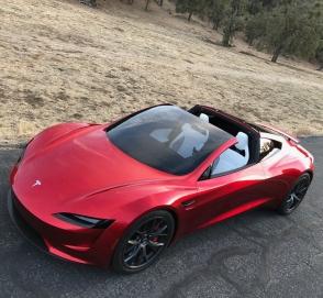 Tesla может выпустить летающий родстер