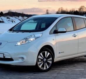 Что будет с Nissan Leaf, если разбить его об столб