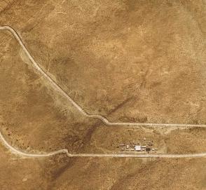 Для BMW X5 в пустыне воссоздали одну из старейших гоночных трасс