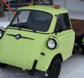 «Микроскопический» BMW превратили в пикап с грузовой платформой