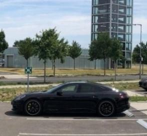 В Porsche запустили собственные сверхскоростные электрозаправки