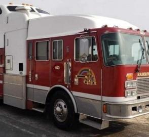 Канадец превратил пожарный автомобиль в дом на колесах