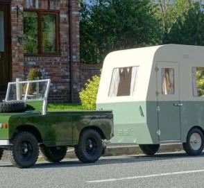 «Детский» Land Rover с прицепом пустят с молотка