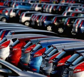 Европейские продажи новых автомобилей выросли почти на треть