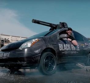 Toyota Prius получил шестиствольный пулемет
